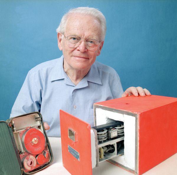 Black box inventor David Warren