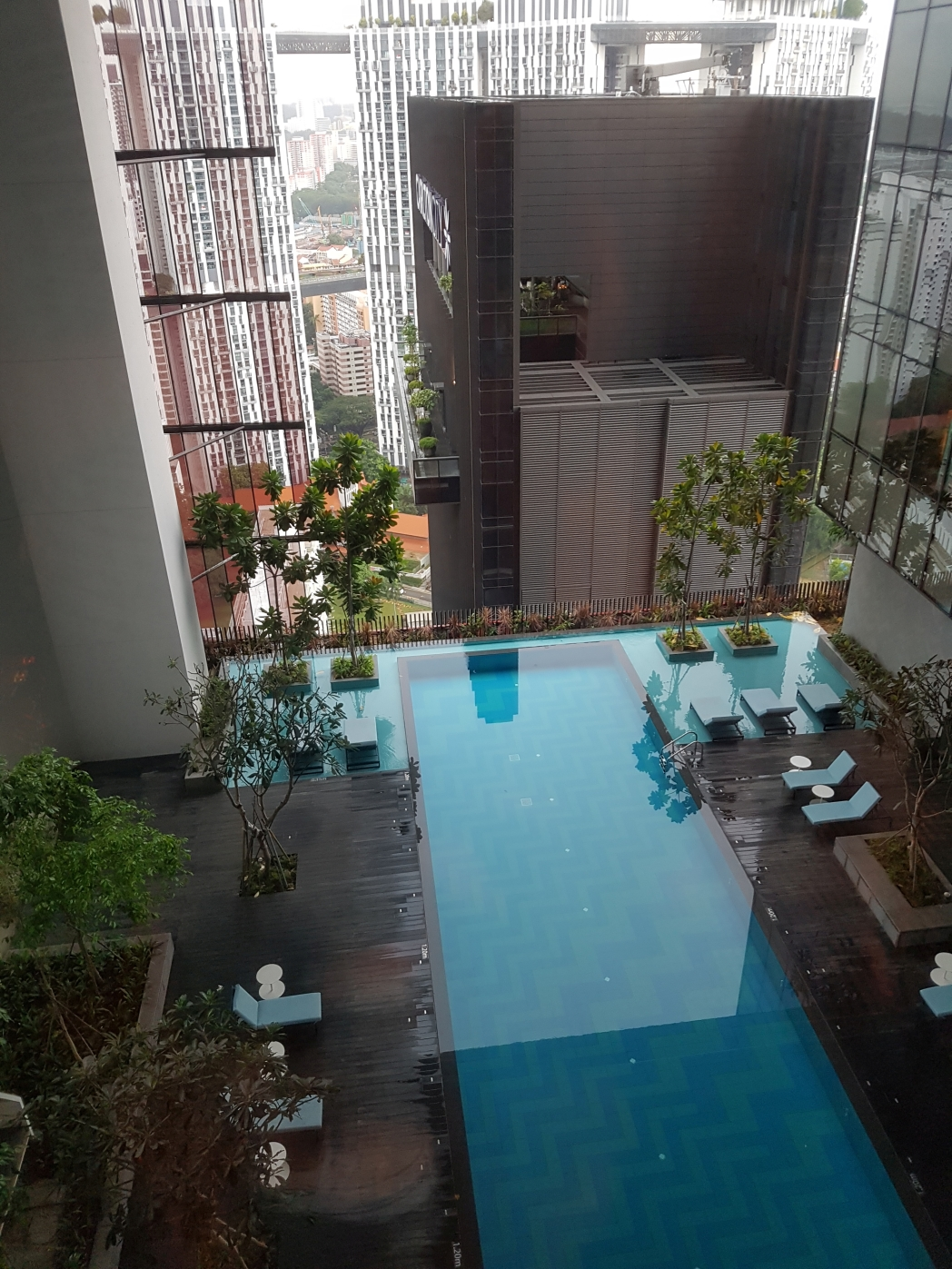Find out singapore 39 s best luxury hotel pools to cool down - Singapore famous hotel swimming pool ...