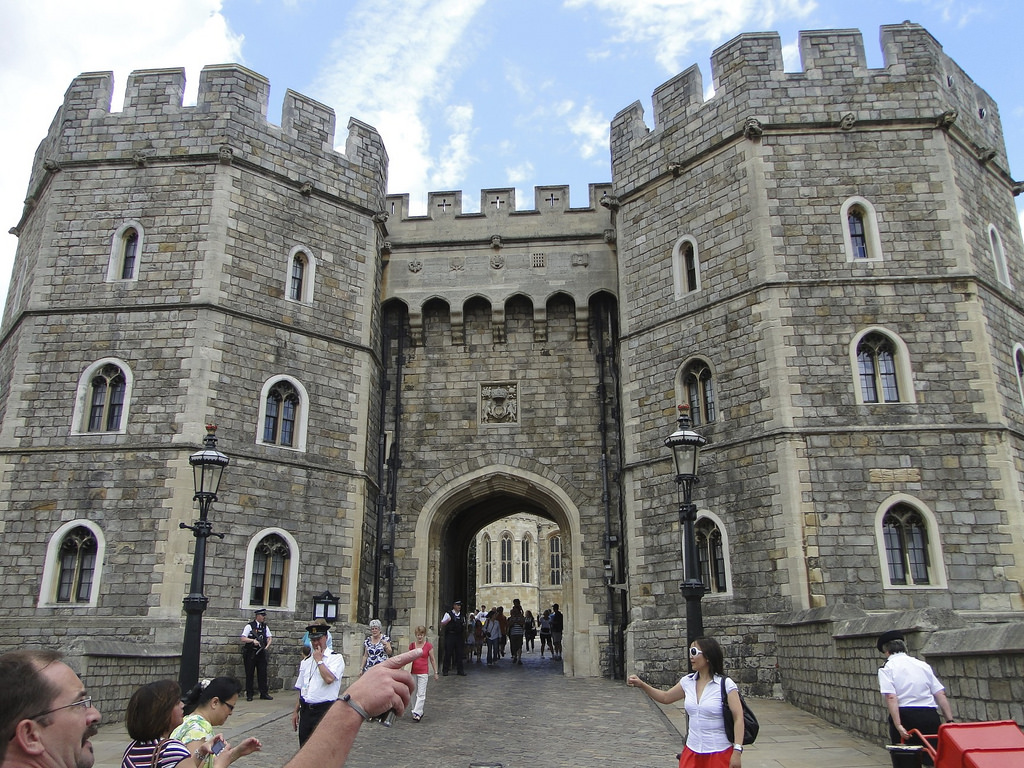Windsor Castle entry and people